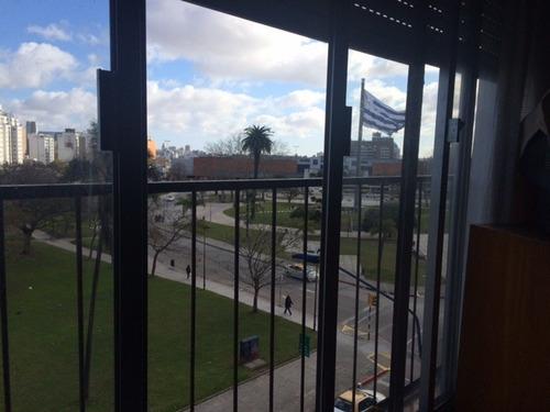 apartamento con hermosa vista a plaza de la bandera.