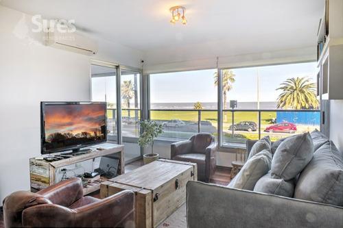 apartamento con patio y vista al mar