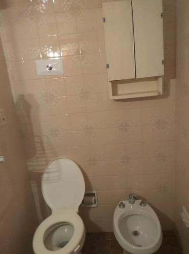 apartamento con vigilancia en tristán narvaja y colonia.