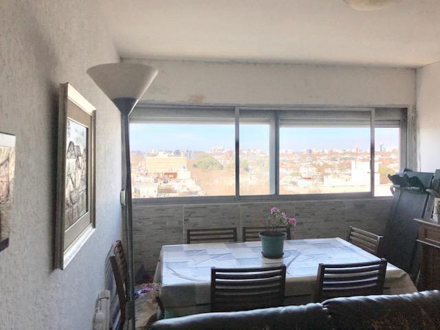 apartamento de 2 dormitorios, baño completo, piso alto, vista despejada