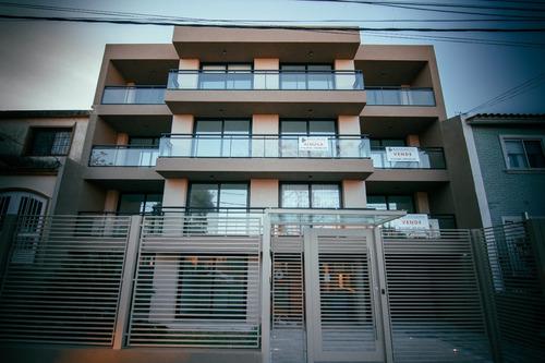 apartamento de 2 dormitorios con azotea con parrillero.