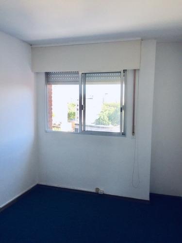 apartamento de 2 dormitorios, muy cerca de la rambla