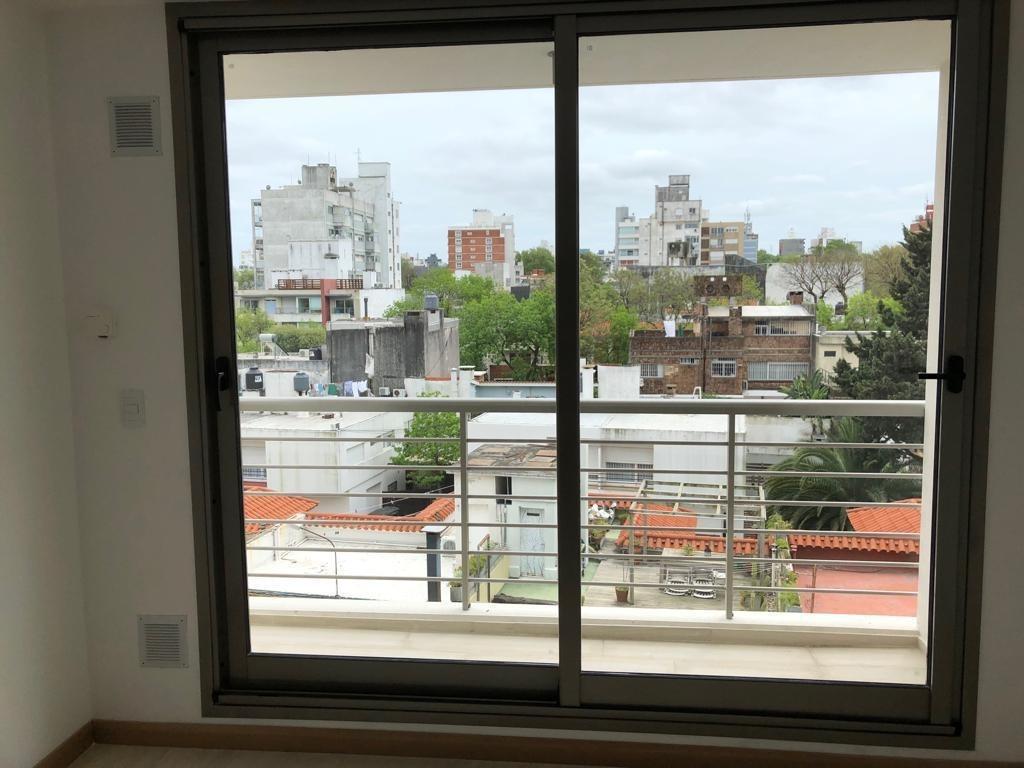 apartamento de un dormitorio, balcón, sobre avenida, premium