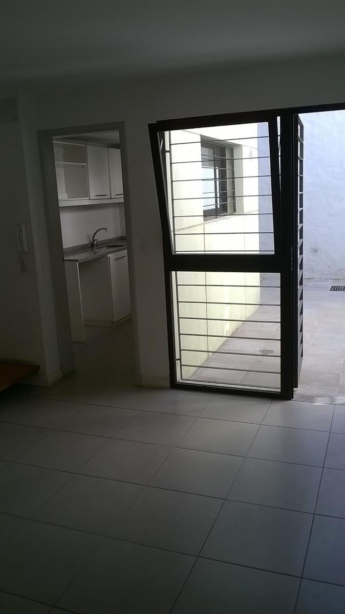 apartamento duplex de un dormitorio en dos plantas luminoso