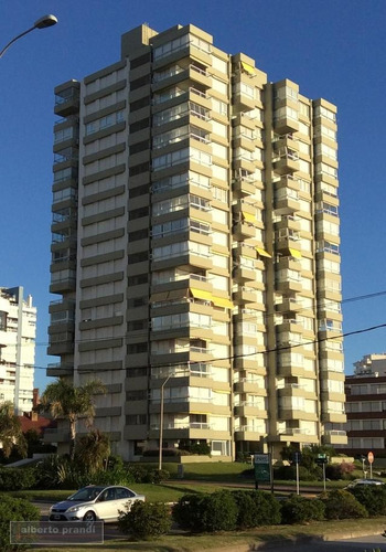 apartamento edificio de categoria parada 3, playa mansa.