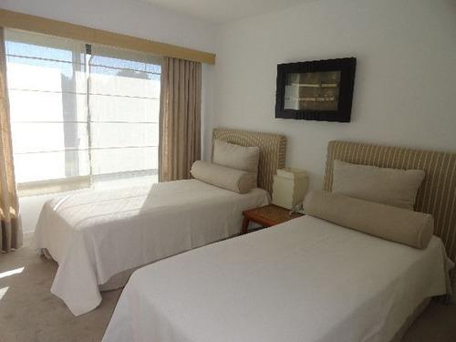 apartamento en alquiler por temporada de 4 dormitorios en playa brava