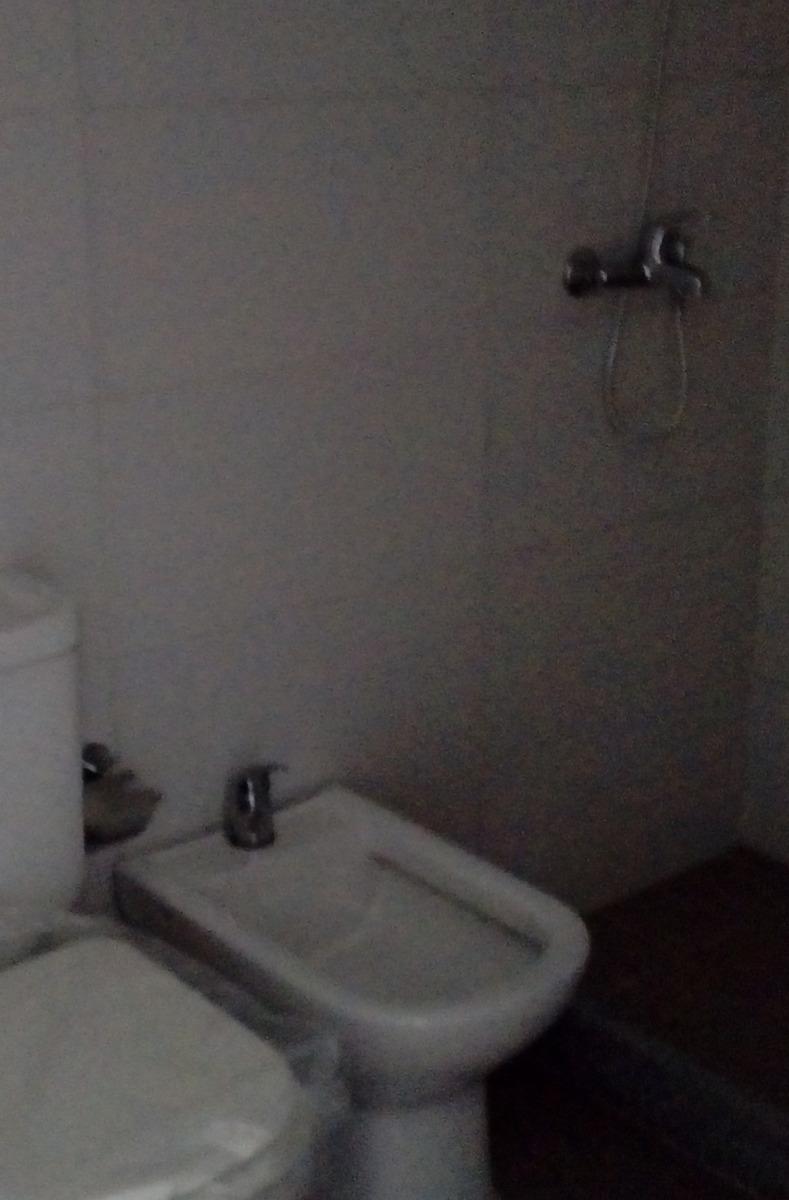 apartamento en cordon sur, 2 dormitorios, un baño, al frente