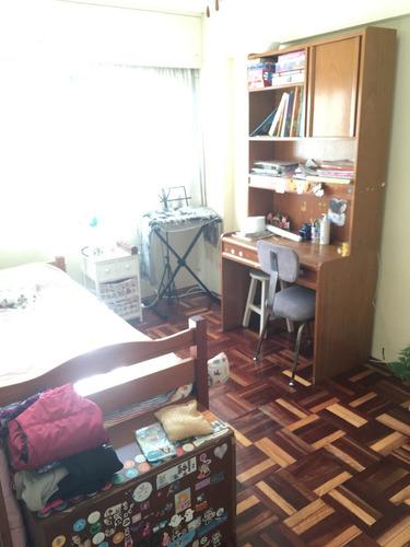 apartamento en pocitos. próximo a bvar. artigas y 21