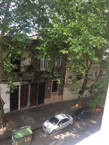 apartamento frente a plaza varela y arquitectura 2 dorm gge