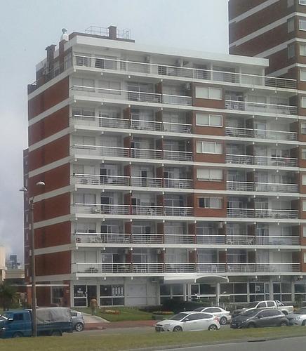 apartamento frente al mar, dueño vende amplio monoambiente