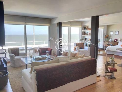 apartamento frente al mar en punta ballena con amplia terraza y vista espectacular al mar, piscina, garage - ref: 40