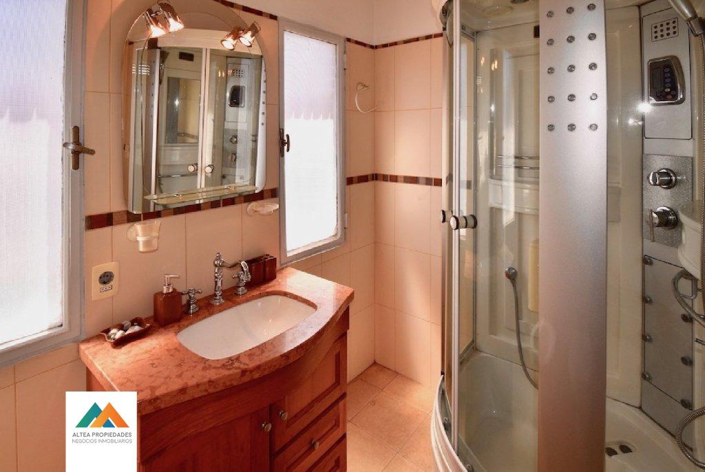 apartamento muy cómodo, 4 dormitorios, barbacoa, cocheras