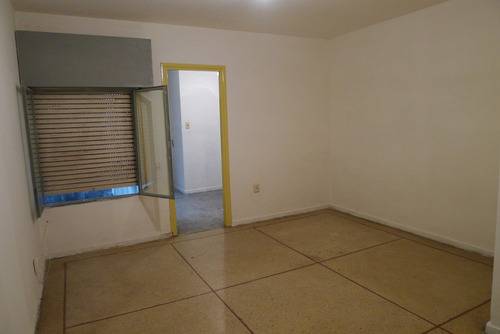 apartamento sobre av.agraciada y tapes a pasos plaza suares