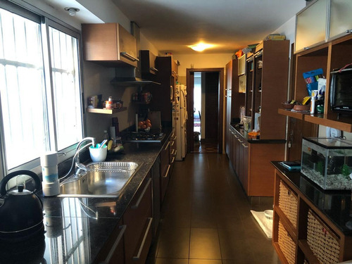 apartamento sobre rambla de 3 dormitorios y servicio, primera linea, vista al puerto y mar
