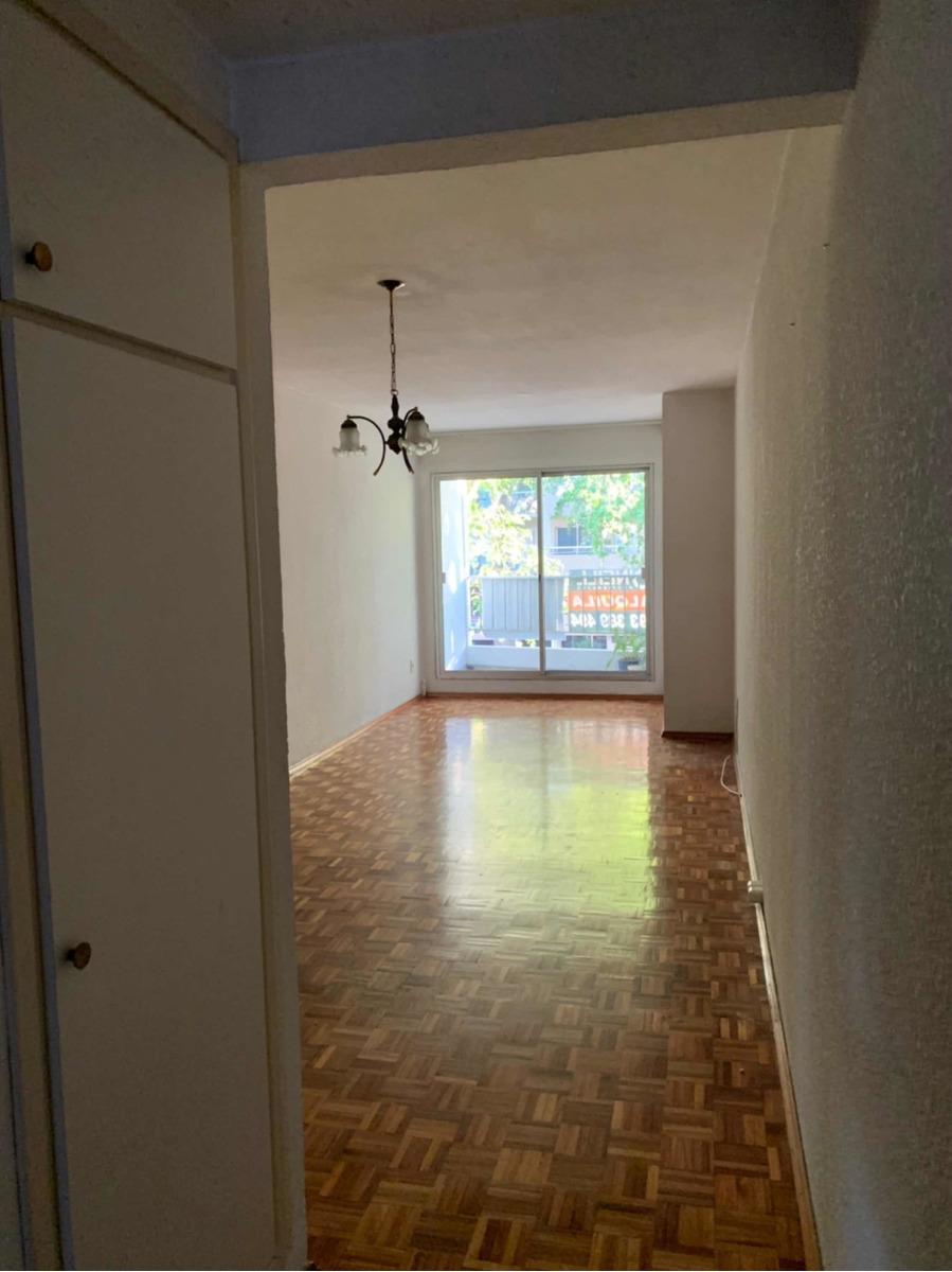 apartamento un  dormitorio al frente y garage en pocitos.