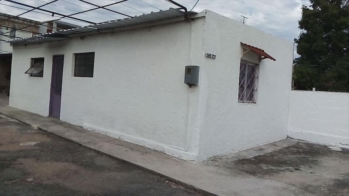 apto 2 dormitorios,cocina comedor con estufa leña,baño,patio