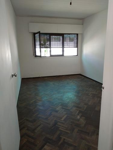 apto interior de 1 dormitorio con jardin y fondo