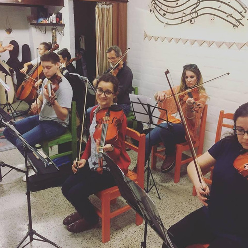 arcos unidos clases de violín, viola, violoncello y acordeón
