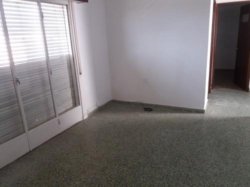 ariel fernandez alquila apartamento dos dormitorios céntrico