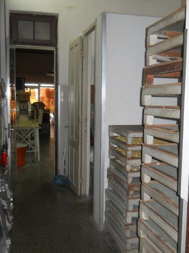 ariel y sayago local comercial de 100 m2 con vidriera