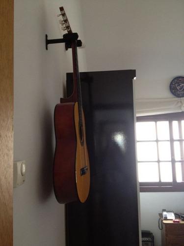 atril de  guitarra o bajo para amurar a la pared.