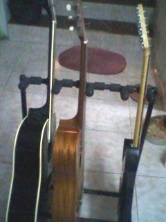atrtil o  soporte para 4 guitarras
