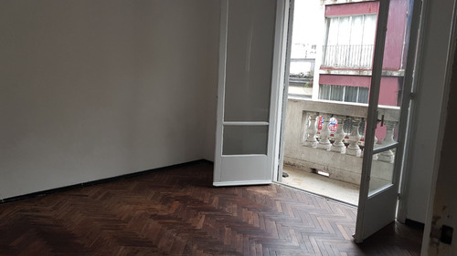 avenida uruguay esq. barrios amorin 1er piso por escalera