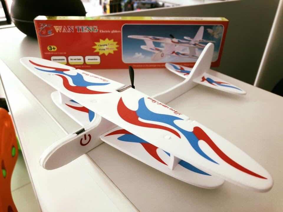 2c2a2d91a2 Avión Avioneta Vuela Motor A Batería Adultos Niños Clicshop -   270 ...
