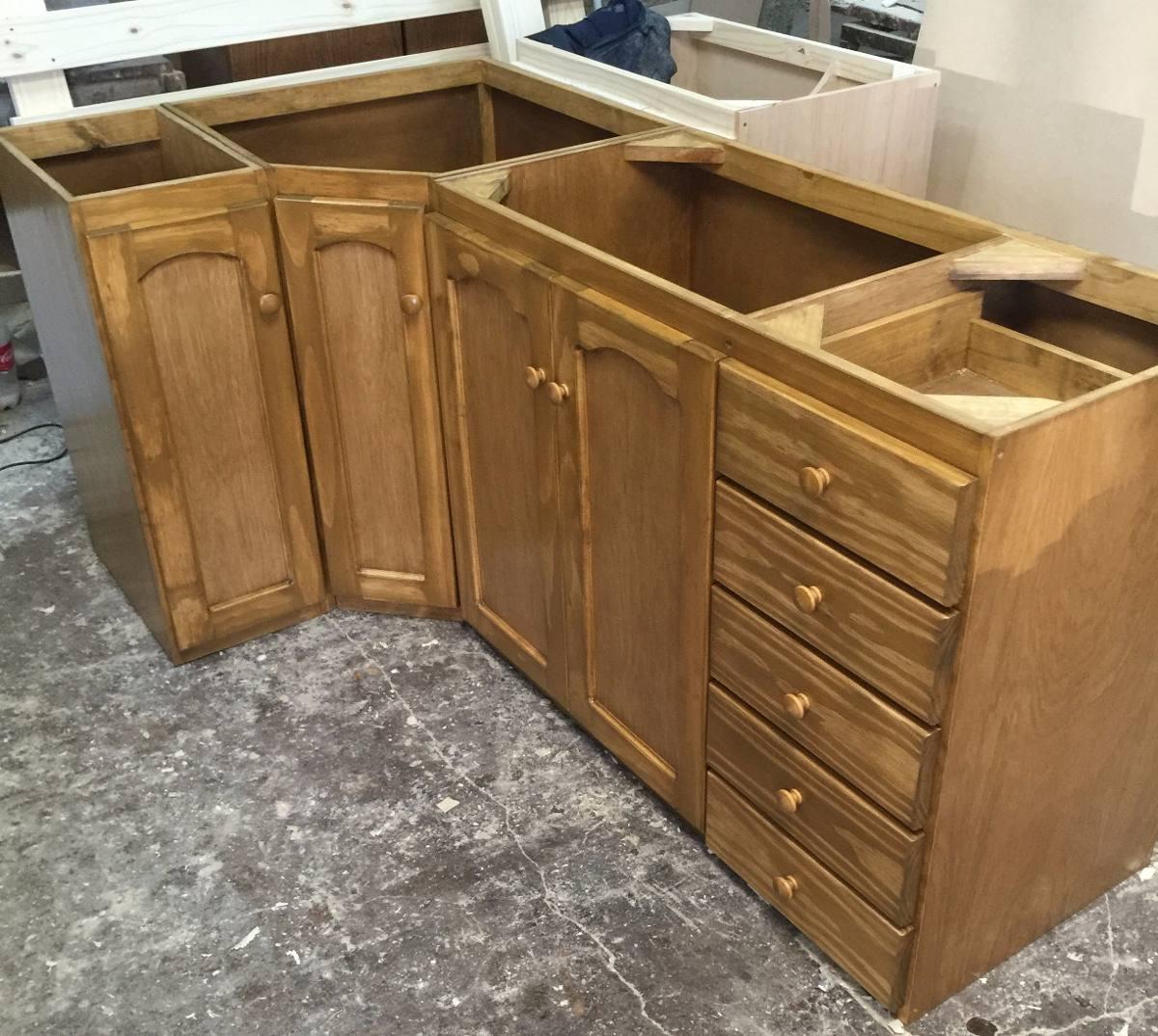 bajo mesada para cocina en madera lustrada esquinero