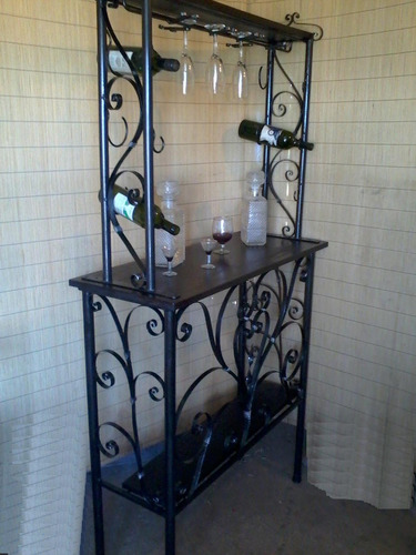 bar en hierro y madera y 2 banquetas con respaldo oferta
