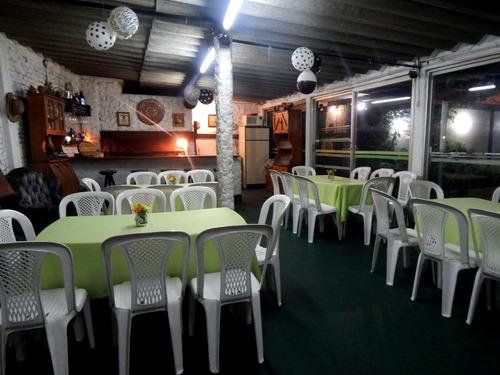 barbacoa fiestas salón c/parrillero,amplio lugar aire libre