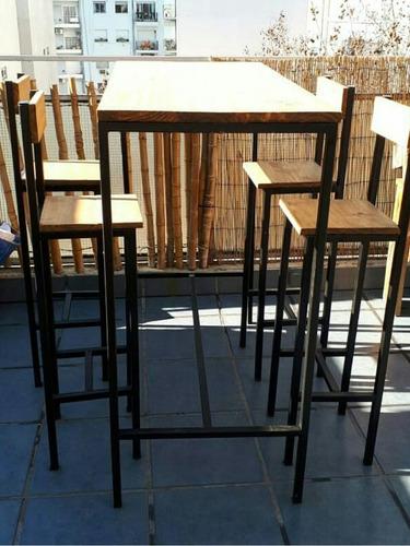 barra con banquetas en hierro y madera rusticas