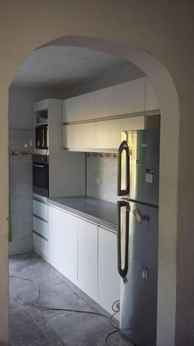barras de cocina, bajomesadas, muebles aéreos, etc.
