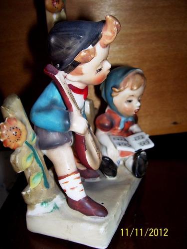 biscuit pintado a mano niños cantando impecable pieza antigu