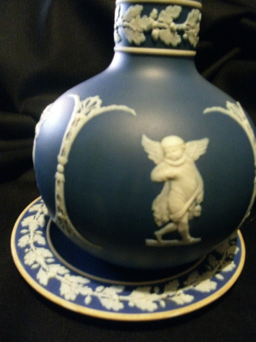 botellon en porcelana wedgwood