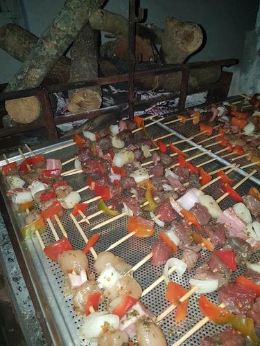 brochetts pollo carne y cerdo