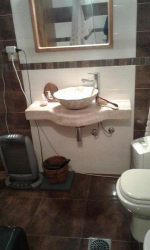 buen estado, cochera con box, si banco, 2 baños completos