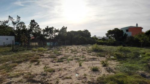 buen terreno en playa grande cerca de la costa.