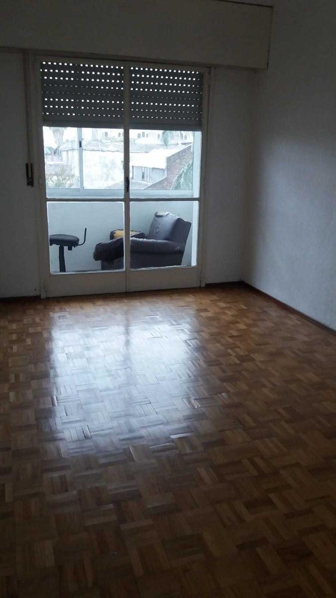 buena zona, 2 dormitorios, g.c $ 1.700, 2do x escaleras
