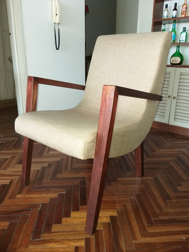 butacas (2) en tela rústica con posabrazos y patas en madera