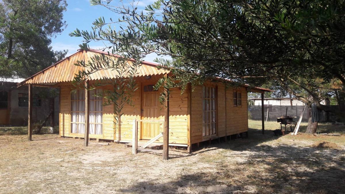cabaña a nuevo ..living comedor dos cuartos cocina y baño