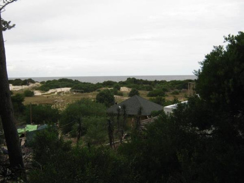 cabaña a terminar sobre playa con vista al mar
