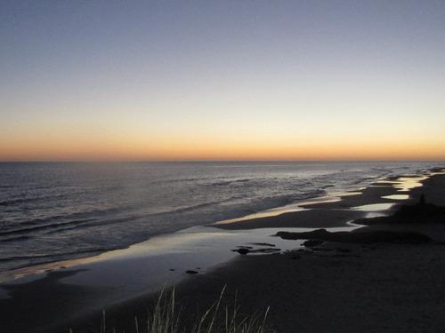 cabaña monoambiente completo,amueblado,a mtsde hermosa playa