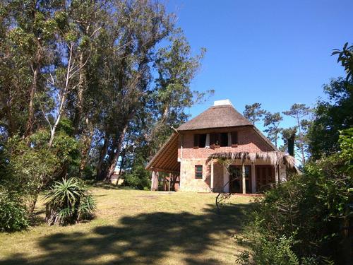 cabaña pinares 2 cuartos,  a 4 cuadras de la playa