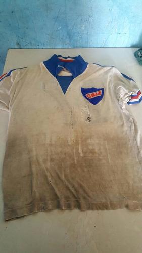 camiseta antigua del  club nacional de futbol