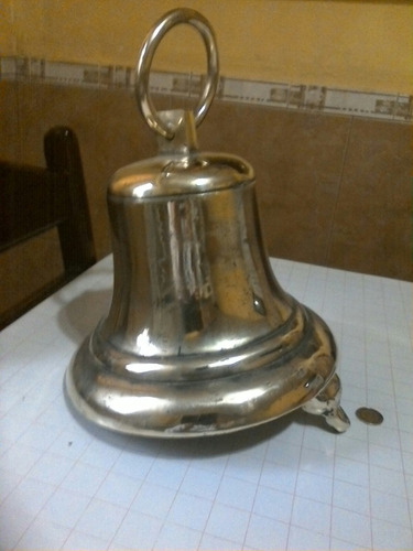 campana de bronce grande