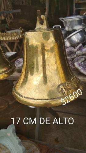 campanas de bronce de 17 cm de alto y 20cm.