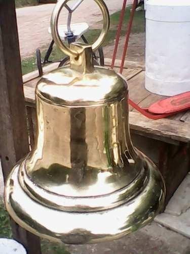 campanas de bronse  esa mide 30 cm  masisa  con badajo