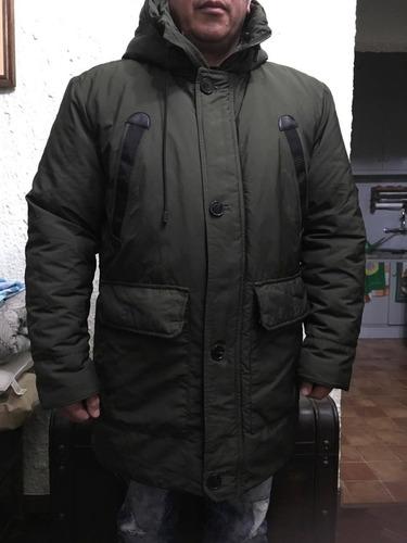 campera zara man de abrigo (la piel tiene botones).