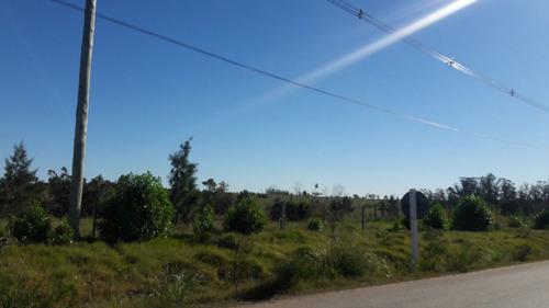 campo 1 há. con cañada buen alambrado barrios privados prox.